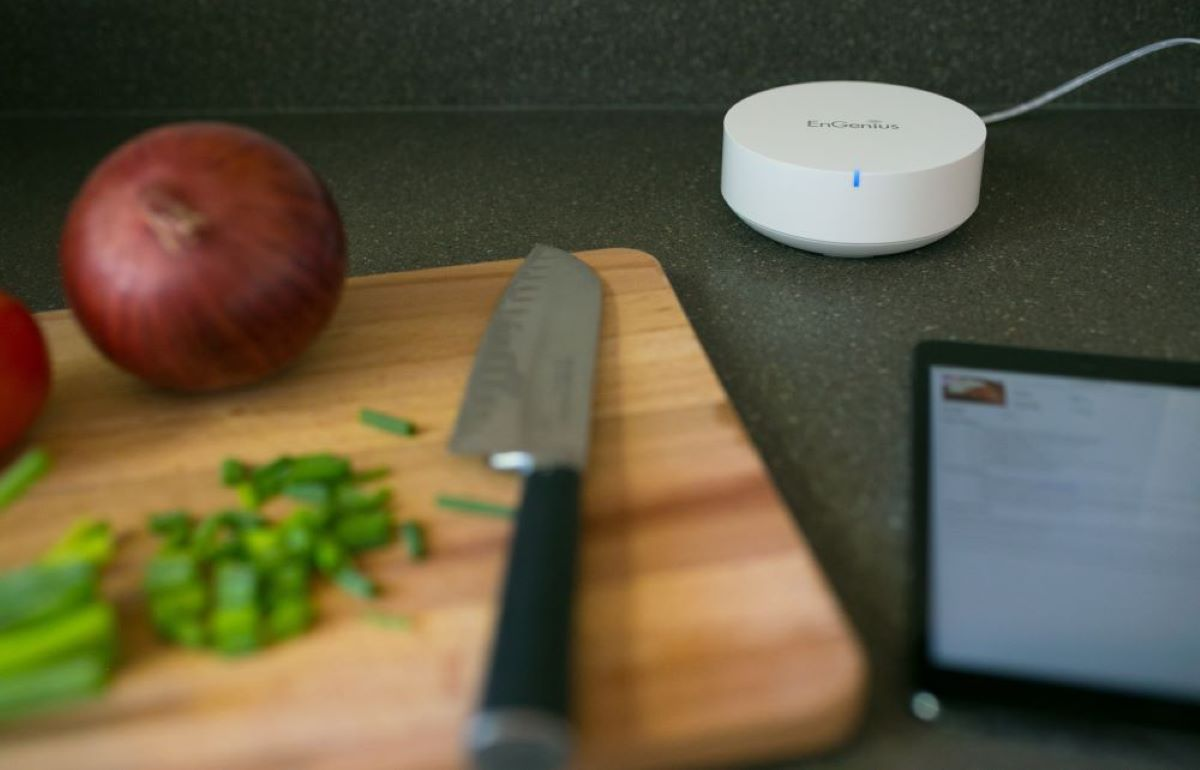 EnGenius Smart Tri-Band Mesh Router Reaches Outdoor Spaces