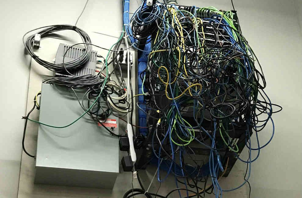 14 Wiring Fails That Will Churn Your Stomach, slide 5