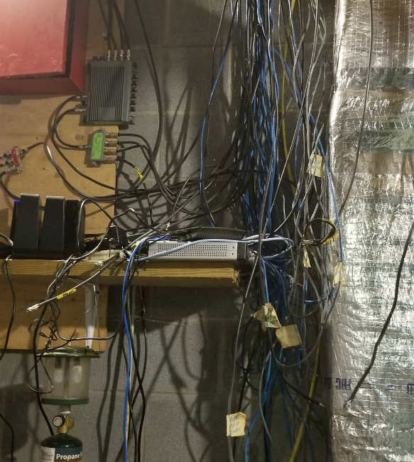14 Wiring Fails That Will Churn Your Stomach, slide 13