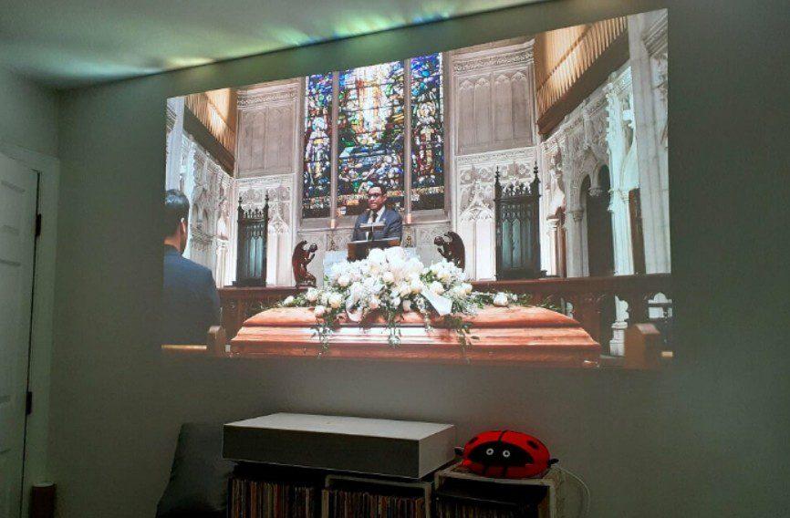 LG HU85LA projector ultra short throw Netflix