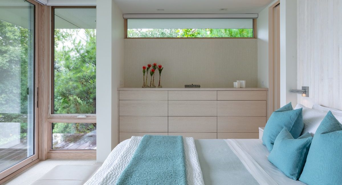 Integrator Uses Crafty Design to Camouflage Tech in Architect's Lakefront Smart Home, slide 5