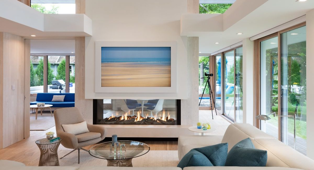 Integrator Uses Crafty Design to Camouflage Tech in Architect's Lakefront Smart Home, slide 1