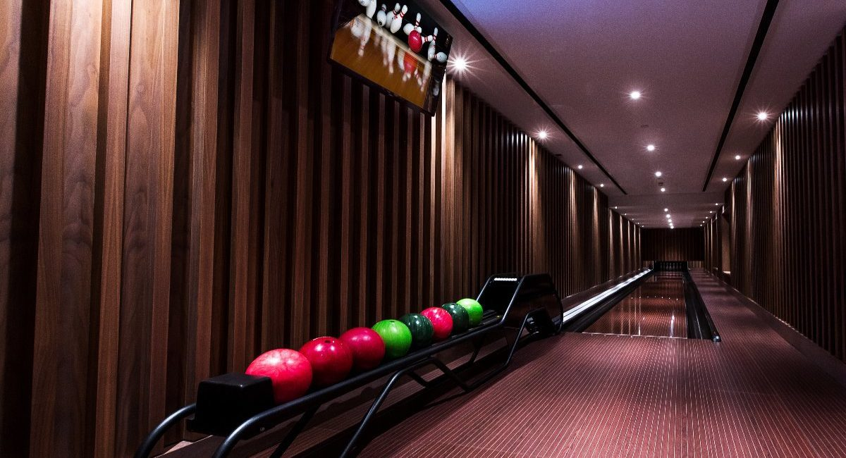 London Luxury Apartment Features Jaw-Dropping Home Theater, Bowling Alley and Billiards Room, slide 5