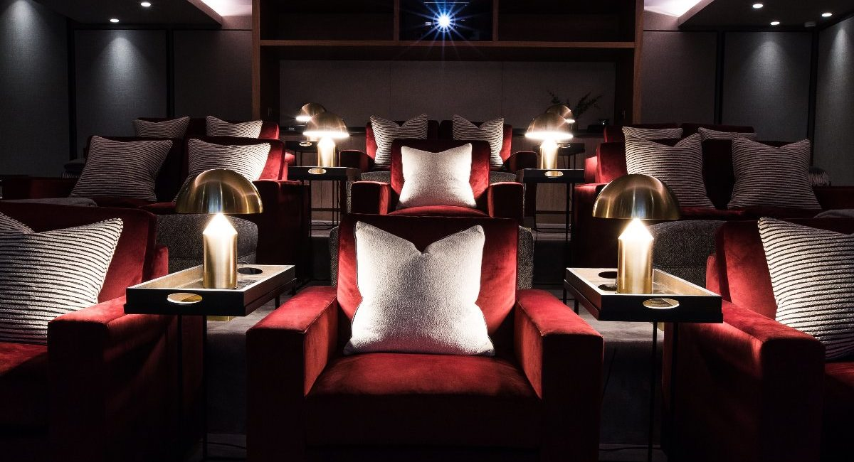 London Luxury Apartment Features Jaw-Dropping Home Theater, Bowling Alley and Billiards Room, slide 3